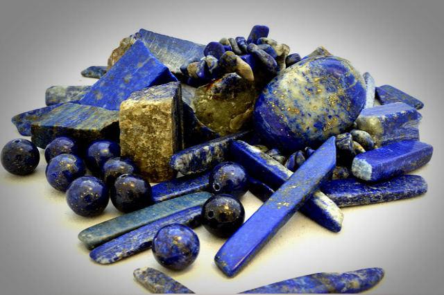 Lapis lazuli healing stones